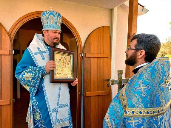 Архиепископ Нестор и протоиерей Иоанн Гербовецкий